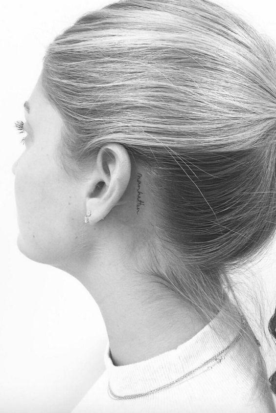 Tatuajes Detras De La Oreja Tatuaje Detras De La Oreja Tatuajes De Celebridades Tatuajes Bonitos Pequenos