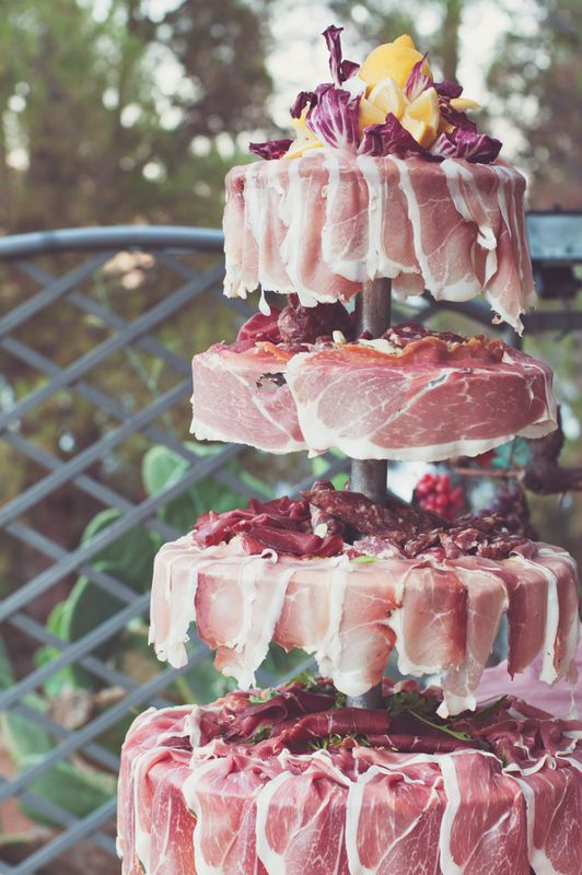 """Da muss man zwei Mal hinschauen (anscheinend eine italienische Tradition in bestimmten Regionen): Parmaschinken """"Torte"""""""