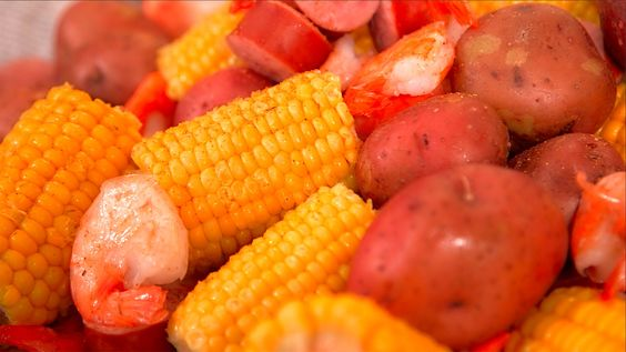 John McLemore shows you how to make a Low Country Boil using the Butterball Indoor Electric Turkey Fryer!