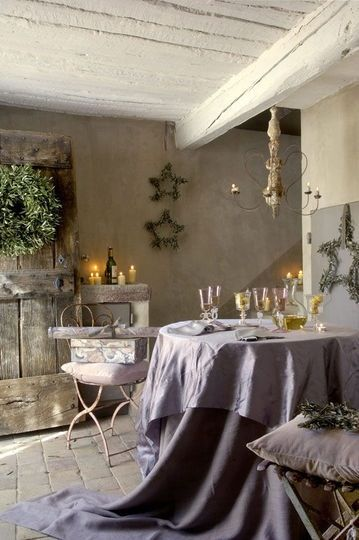 French country farmhouse decor in a romantic dining area with lavender. #frenchfarmhouse #frenchcountry #provence #interiordesign