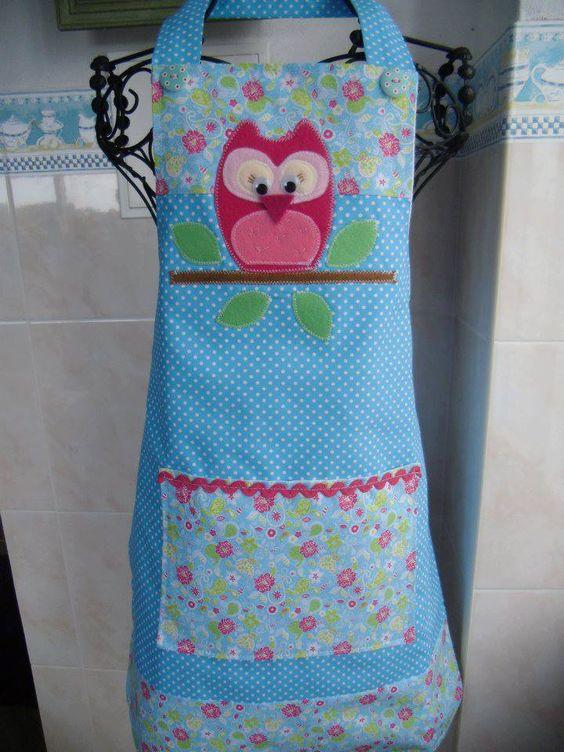 Avental cm mocho para usar em Jardim de Infância.