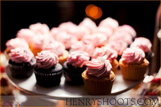 Frosted in Pink! Cute cupcakes for Wedding!
