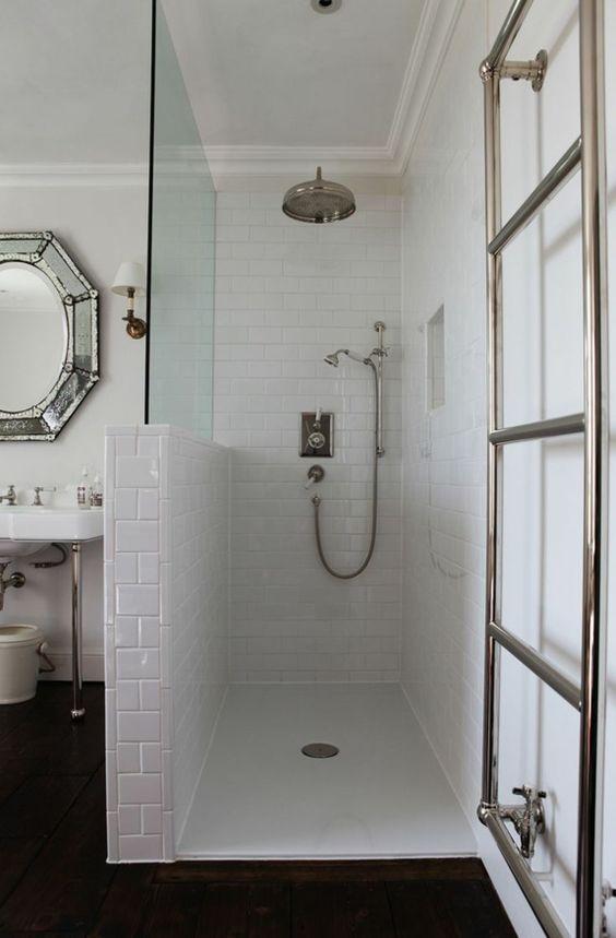 Ebenerdige Dusche Modernitat Und Funktionalitat Im Badezimmer Badezimmer Buanderieblanc In 2020 Badezimmer Ebenerdige Dusche Gelbe Badezimmer