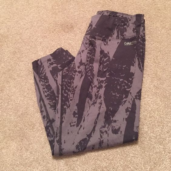 Calvin Klein Workout pants Cropped Calvin Klein tights. Great for working out in! Calvin Klein Pants Ankle & Cropped