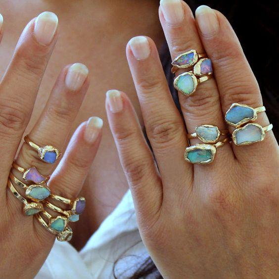Anneau dOpale brute, anneau de pierre brute, cadeau pour elle, anneau de pierre gemme empilable, Solitaire bague, bague opale australienne, Design