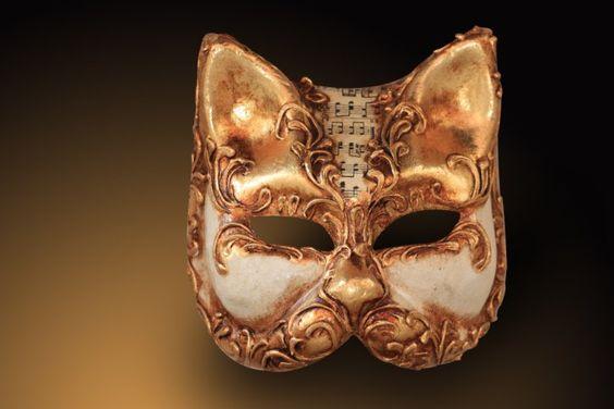 Las máscaras de yeso pueden ser el accesorio perfecto para un disfraz, o la parte principal del disfraz. Se pueden colorear y decorar con diferentes materiales pero para eso primero necesitarán aprender cómo hacer máscaras de yeso.Gracias a las vendas de yeso o escayola, que normalmente son empleadas para tratar fr
