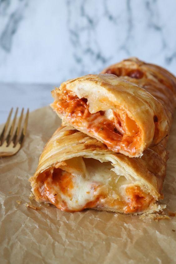 Flettet Butterdejsstang Med Cremet Pizzafyld One Kitchen A Thousand Ideas Food Foods To Avoid Junk Food