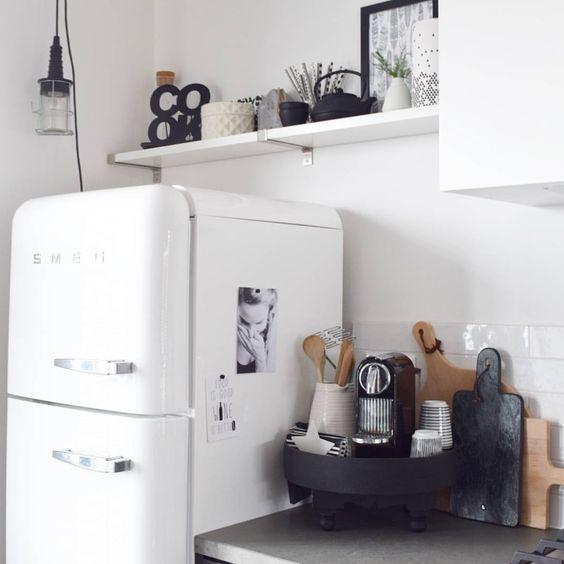 Via @ilsevanelleswijk  #worldsuniquedesigns #cook #kitchen #white #loveit #black #blackandwhite #fresh #home #office #design #kitchencorner #kitchenlife #kitchendecor #kitchendesign #mutfak #mutfakköşesi #ev #beyaz #siyahbeyaz #siyah #likepost #likelikelike