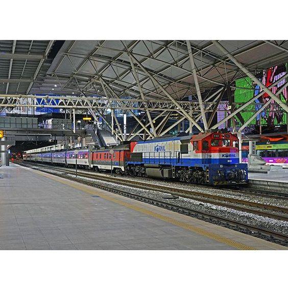 Korail Is The National Railroad Operator In South Korea Here Gt26 Series General Motors Electro