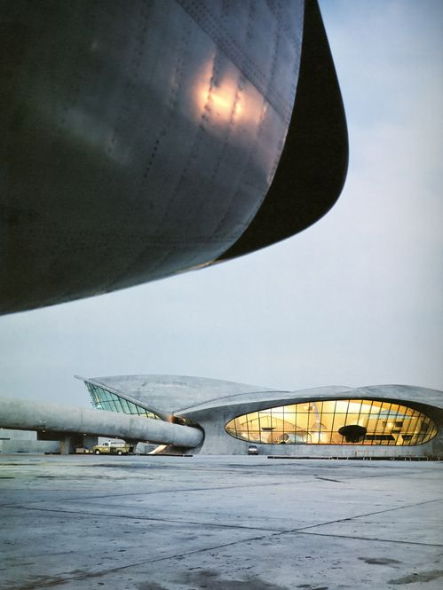 TWA Flight Center, John F. Kennedy International Airport (JFK), New York City - Eero Saarinen (1962) - Modernism/Expressionism.