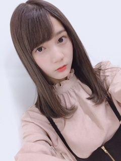 真顔の小坂菜緒