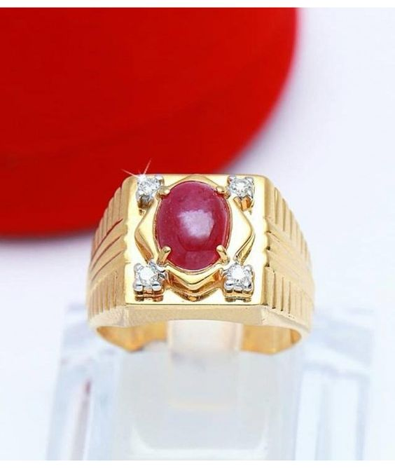 This Ruby Diamond Ring in Cabochon Oval Shape is Myanmar natural Ruby from Mogok. The Pigeon's blood Ruby is surrounded by 4 pieces of Crystal clear Diamond.