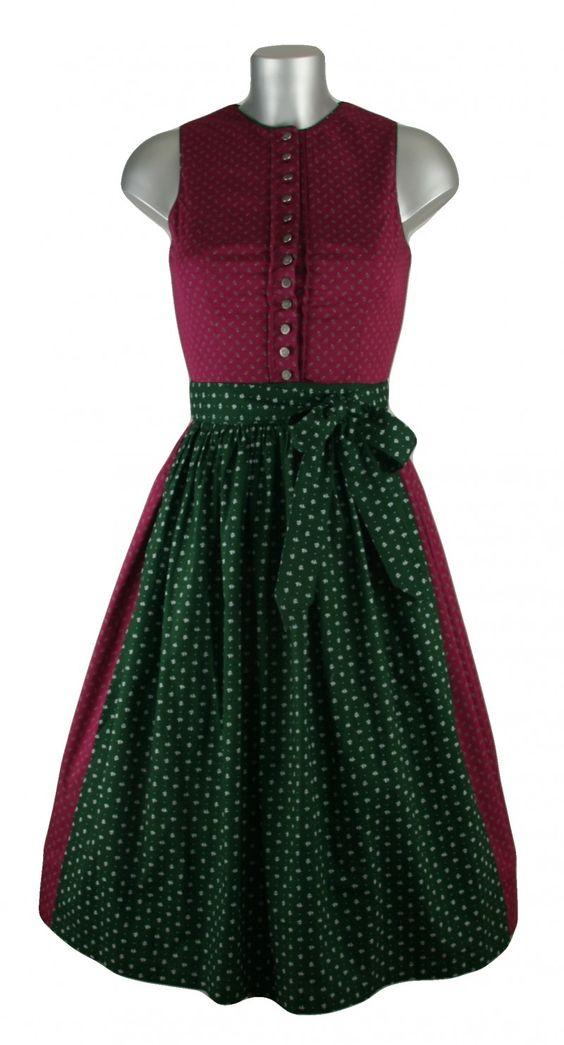 Hochgeschlossener Dirndltraum in dunklem pink mit grüner Schürze, die mit weißenPunkten geschmückt ist.Das Dirndl kann auch ohne Bluse getragen werden und macht diesen Retrostil perfekt. Dertraditionelle Look passt perfekt zu jederDirndlträgerin. [Unser Preis: 129,00€]