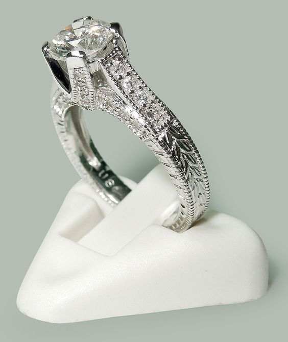 1.75 carat Round brilliant diamonds white gold 14K solitaire with accents ring