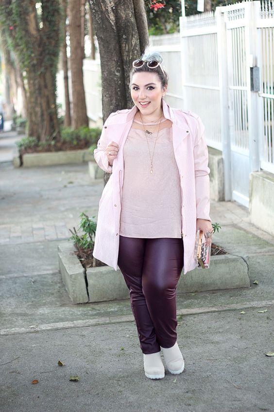 sobretudo-plus-size-rosa-e-calça-envernizada-4b