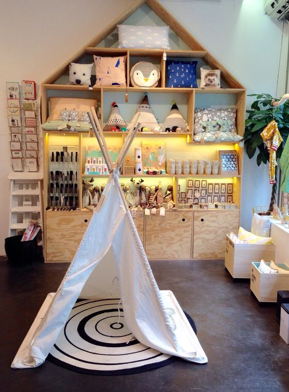 Dutch City Mom - Hotspots in Antwerpen - Play! By Rewind lifestyle design shop for little ones. Visual merchandising, children's store, kids room accessories.