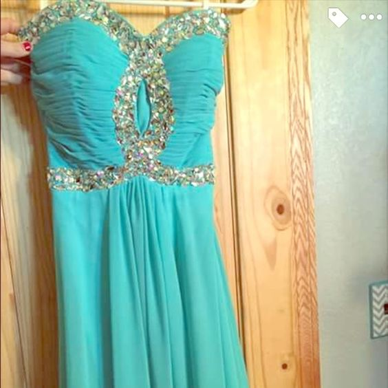 Prom Dress Only worn once! This dress is about size 4/6.. It doesn't say on the tags. Beautiful, comfy prom dress! Dresses