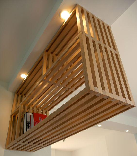 Dans le cadre d'un chantier de transformation d'un pavillon, les architectes ont proposé aux clients d'assurer la réalisation du meuble interface entre la cuisine et la salle à ma…