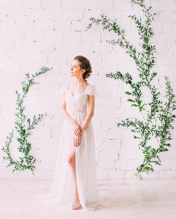 inspiratie sedinta foto nunta instalatie florala simpla crengute verzi puritate simpliutate