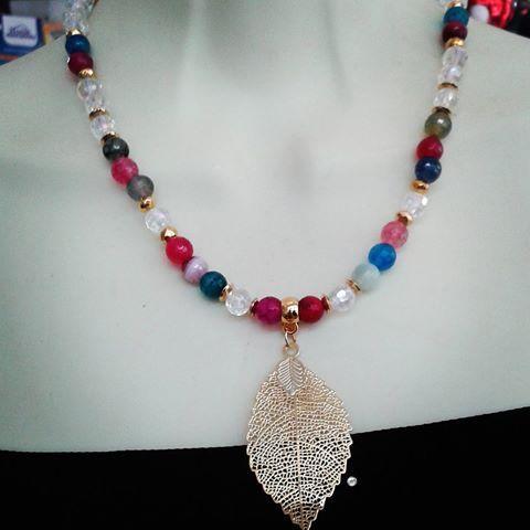 Agatas,cristales.....sencillo!#pulseritasdecolores #collares #perlas #bisuteria…