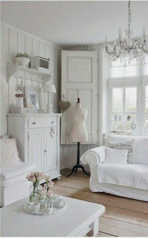Romantischer Shabby Chic - Viel weiß und zarte Farben stehen dabei im Mittelpunkt.