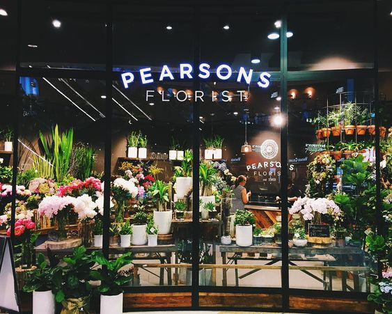 Fancy flower shop #westfield #bondijunction #pearsonsflorist #shopping #vscocam #vscomania #sydneyigers #sydneysider #weekend #rainyday
