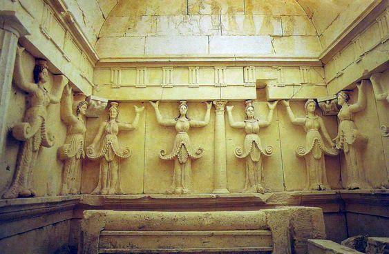 Découvert à Sveshtari (Bulgarie) dans un monticule, ce tombeau Gètes (tribu thrace) du 3 siècle av. JC illustre les principes fondamentaux des bâtiments religieux thraces(UNESCO)