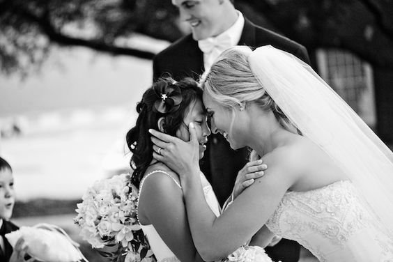 I love this moment of interaction from Dallas wedding photographer Lauren Aves of Aves Photographic Design!