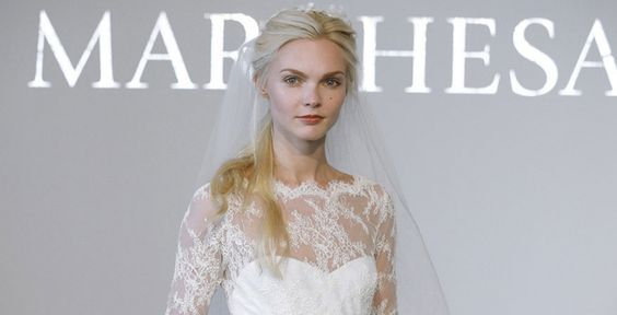 Dezentes Braut-Make up mit leichtem Gloss in Apricot