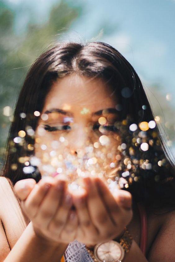 Graduation // Photoshoot // Glitter Confetti // Girl // Gold // Silver // Magic // Photo by smrProject - Stephanie Rosario