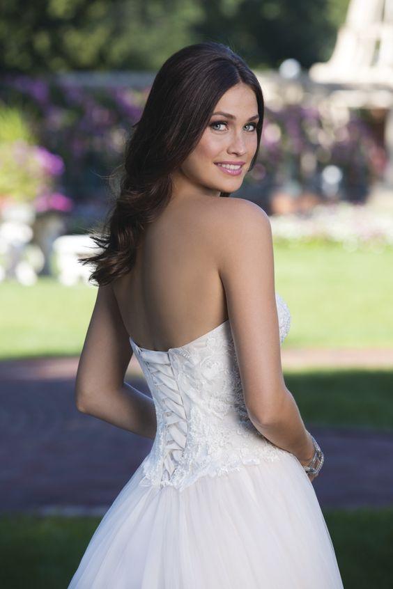 #Trouwjurken #Trouwjurk #Bruidsjurken #Bruidsjurk #Bruidsmode #Ladybird  #Sincerity  #Bruidslingerie #Bruidsschoenen