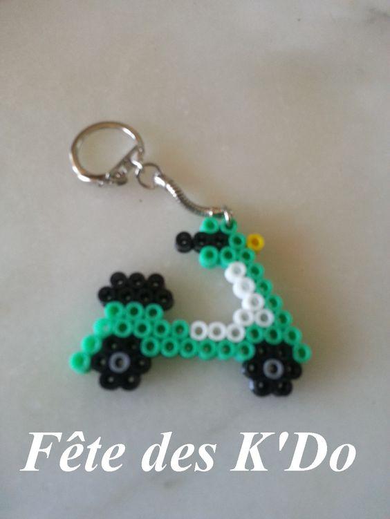 Porte cl s scooter vert en perles hama porte cl s par fete des k do perles hama repasser et - Porte cle perle ...