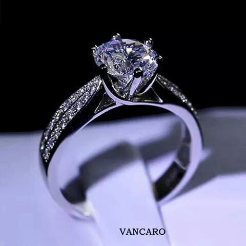 This is a absolutely gorgeous vancaro ring
