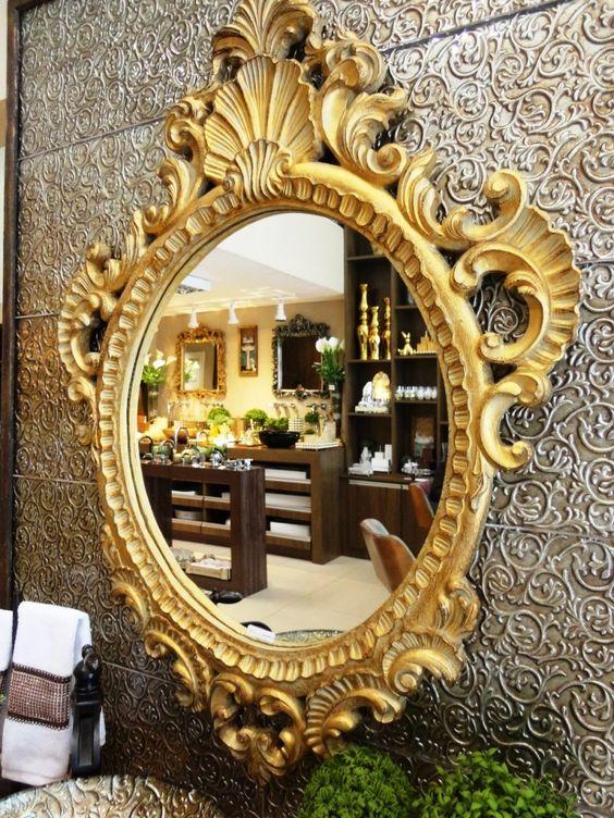 Espelho Seu! O dourado é um clássico e  traz sofisticação para o lavabo. #produtomaison #espelho #maisondubanho #lavabo #decoracao
