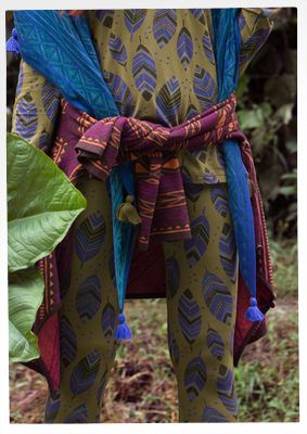 """Leggings """"Amazonas"""" aus Micromodal/Elasthan Weiche Leggings mit bezauberndem Blattmuster und tollem Tragekomfort. Modell mit eher langen Beinen und elastischem Bund. Elasthan-Anteil für hohe Formbeständigkeit."""