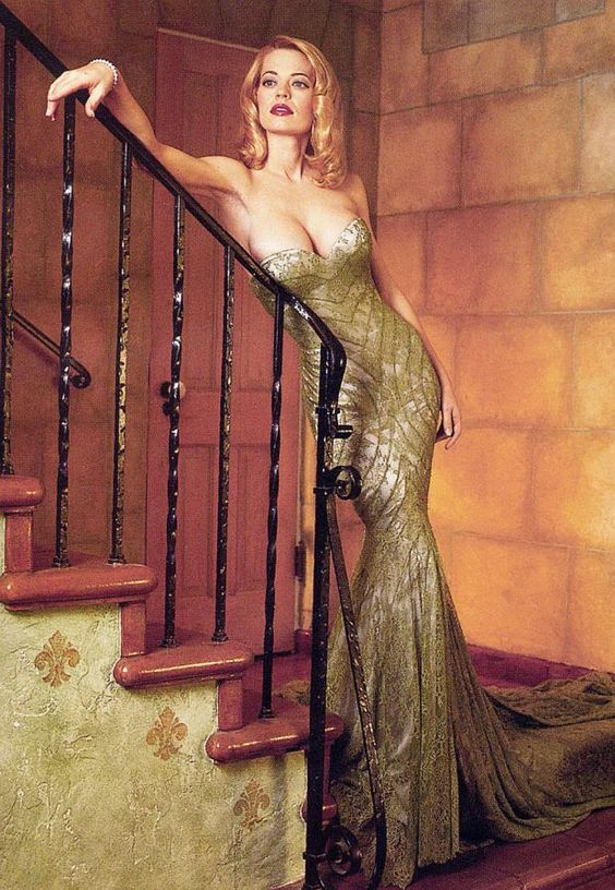 10 Enigmatic Pictures Of Jeri Ryan Seven of 9 For Star Trek Fans! Continued.. | Creative Geek.   Ouch!
