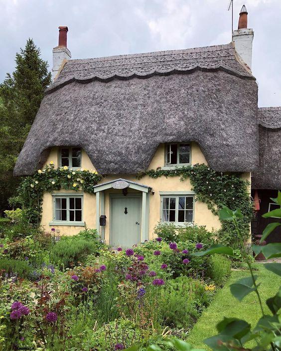 "AJ Photography 🎞 on Instagram: ""Honington📍  Honington is an English Village Honington, Warwickshire is  in the Stratford-on-Avon District of Warwickshire #honington…"""