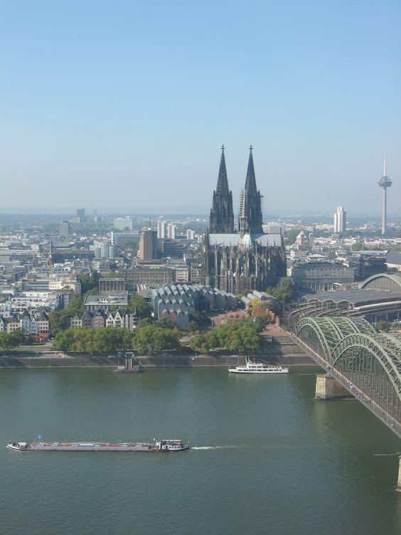 Wundervolle Aussicht vom Kölnturm auf Altstadt und Dom.