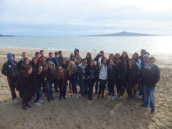 Nuestro viajero Benja, participante del programa de intercambio estudiantil en Nueva Zelanda durante su orientación de bienvenida junto a los otros estudiantes #highschool #intercambioestudiantil #nuevazelanda #longbaycollege