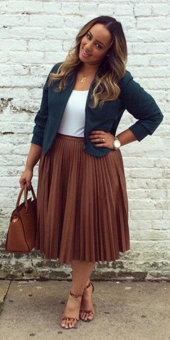 5 stylish ways to wear a plus size pleated skirt as a plus size girl. For more inbetweenie and plus size style ideas, go to www.dressingup.co.nz: