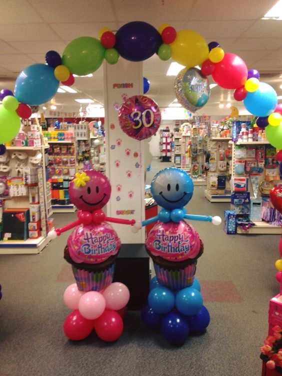 Rosie and Jim are up very early this morning and ready to party!  #birthdayballoons #balloons #partyworld: