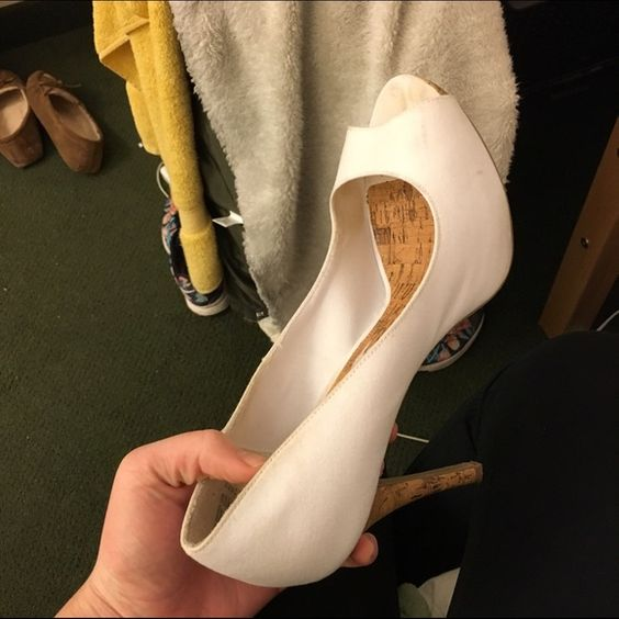 Size 11 white heels WORN ONCE   Zapatos de tacón, Limpia y Zapatos ...