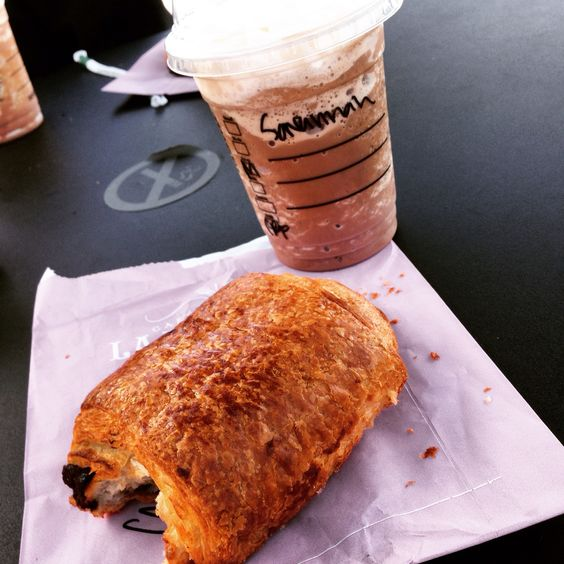 (Another) Starbucks frappe and a choc croissant