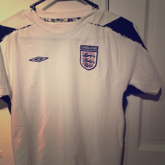 London soccer jersey Size XL kids, can fit adult small. Tops
