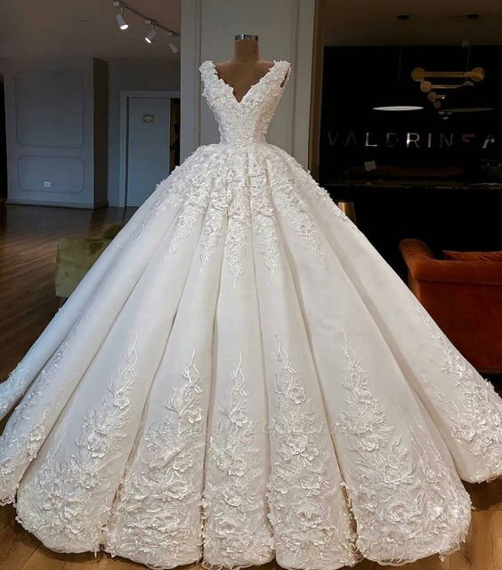 Luxury Lace Wedding Dresses | V-Neck Sleeveless Bridal Gowns | Yesbabyonline.com #luxuryweddingdress #weddingdresses2019