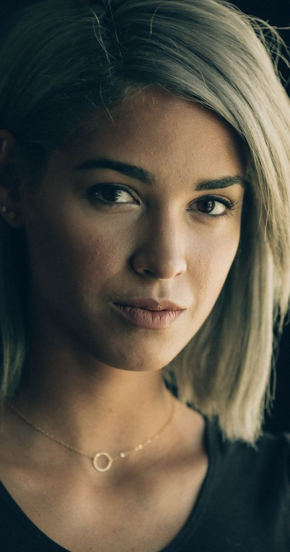 Moriah Peters---wish I could pull off her hair!!