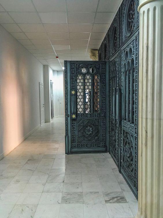 Двери в зал собраний