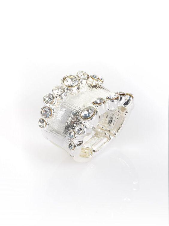 Ring aus nickelfreiem Metall mit Strass-Steinchen umrandet. Elastisch, Breite ca. 2 cm Obermaterial: 90% Metall, 10% Glas...