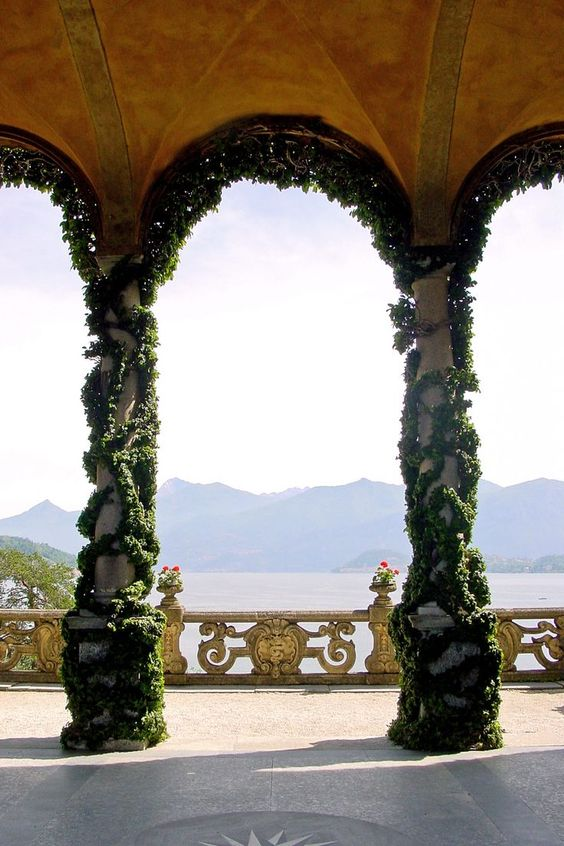 Multiple scenes in Star Wars: Attack of the Clones were filmed at Villa del Balbianello, Lake Como. The locations there closely match the planet of Naboo.