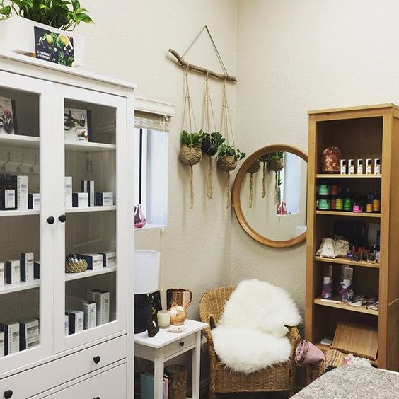 Misaotra + Plant Energy  Thank you @colby_made  #healingvibes #facialfairygodmother #skintherapist #naturopathica #bohemian #dallasesthetician #dallasbeauty #misaotrabeautysanctuary #booknow #holistic #eco #organic #dallaslife #texas #livewell #womenswellness #goddessvibes